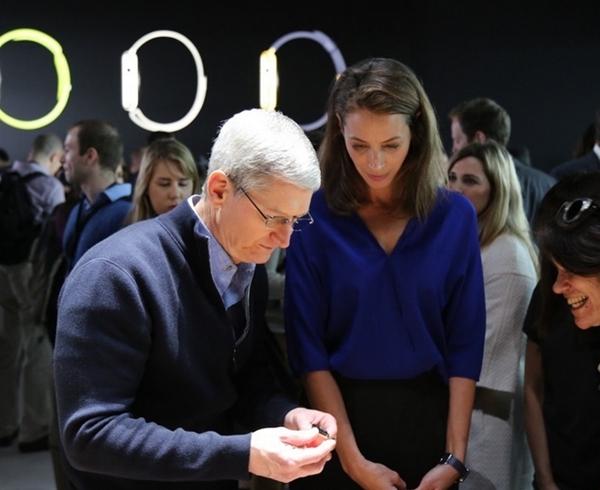 苹果手表下批次预订时间:哪款卖得最好?运动型不锈钢版!