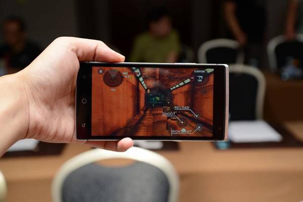 专题:全息手机钛客Takee1发布预售
