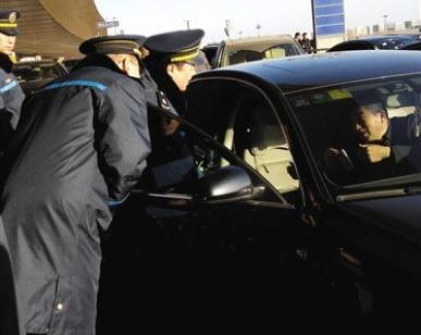 ,Uber,在线旅游,打车软件寒冬:太原叫停滴滴专车 北京扣留AA专车 成都约谈滴滴