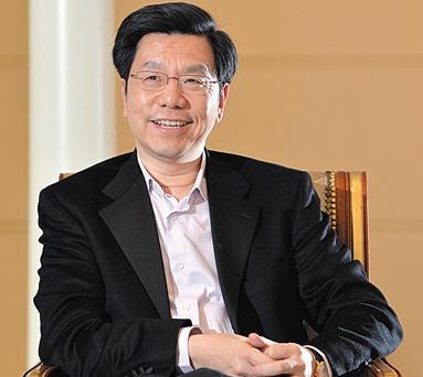 李开复病休17个月后回归创新工厂