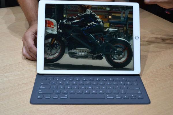 ,Apple,Facebook,平板电脑,带你看看iPad Pro  歪果仁全方位解说