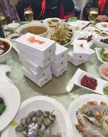 宁波章姓钱多多送同学每人一部苹果iPhone6s玫瑰金