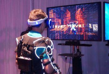 多样道具,增强现实,振动套装——圣尼斯电影节的VR体验更加真实带感