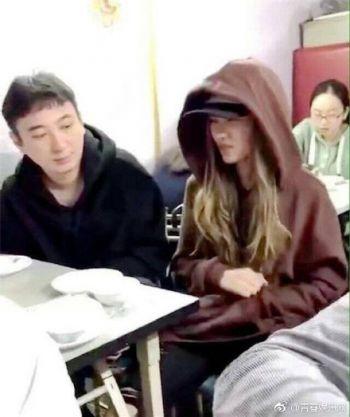 王思聪带新女伴现身珠宝店