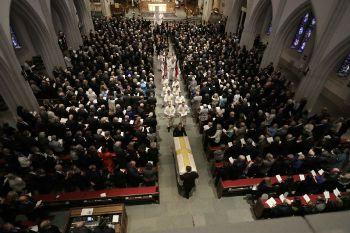 特朗普缺席前美国第一夫人芭芭拉·布什的葬礼