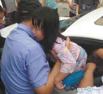 今日热点:孩子闷车内拒砸窗 不带垃圾下楼差评