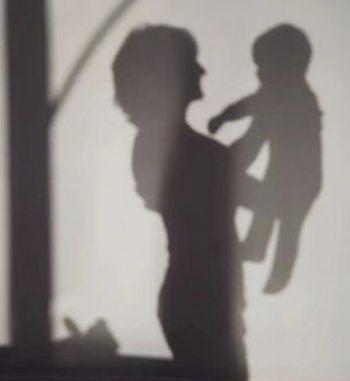 热点:银行被骗9300万 1岁女儿哭闹妈妈将其捂死