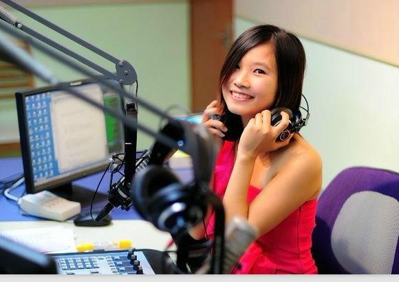 网络FM应势而变 正统电台主播如何抉择?