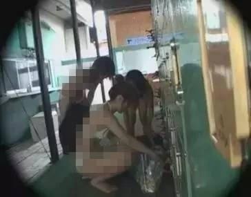 ,女子浴室洗澡直播 警察看微博后对其处罚