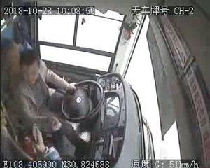 ,南京所有公交车将装驾驶室隔离门 司机被要求打不还手骂不还口
