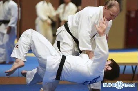 今日热点:刘德华自费申请 普京撂倒柔道冠军