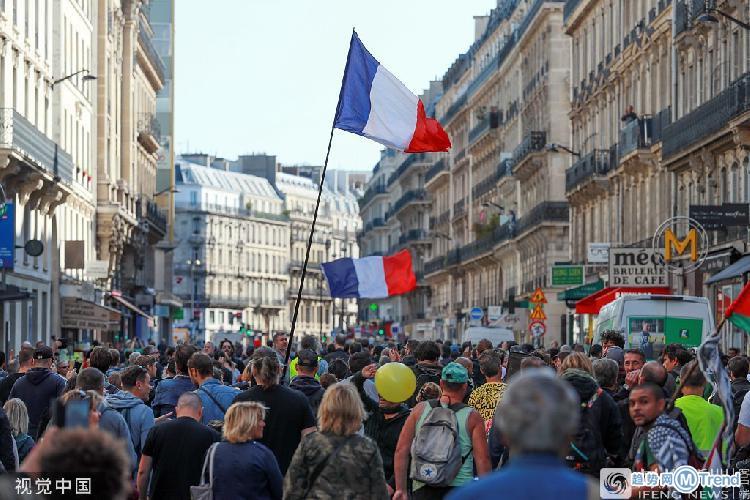 今日热点:巴黎出动7000警察 彩礼谈崩举报男友