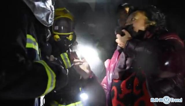 今日热点:四川一居民楼起火 厦门城区发生地陷