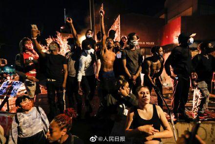 美国暴 乱:CNN总部大楼被砸 数十个城市爆发示威
