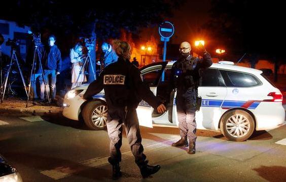 热点:法国巴黎一老师被斩首 今日头条申请明日头条商标被拒