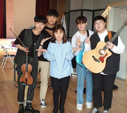 韩国艺人朴智善和母亲在家中去世!小伙每天喝3瓶可乐患尿毒症晚期