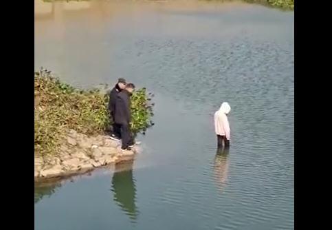 热点:警察目视女孩溺亡最新进展 施救者发声