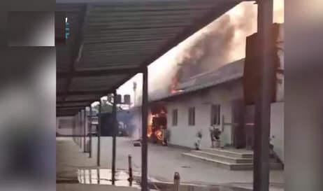 缅甸仰光部分地区实施军事管制 缅甸中企遭打砸抢烧 中使馆回应