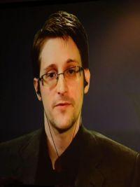 iPhone不向政府开后门 斯诺登喊话谷歌统一阵线