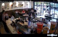 今日热点:京东补贴员工3亿 女子奶茶店遭暴打