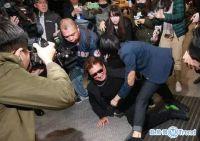 今日热点:北大男老师被举报 高以翔爸爸摔倒